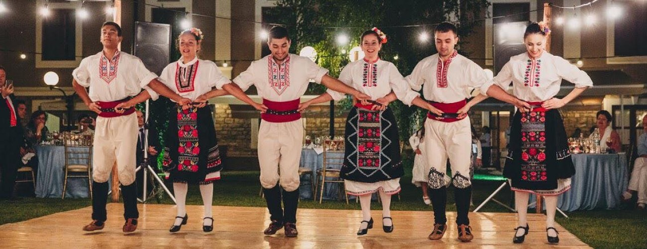 In the rhythm of the Bulgarian horo